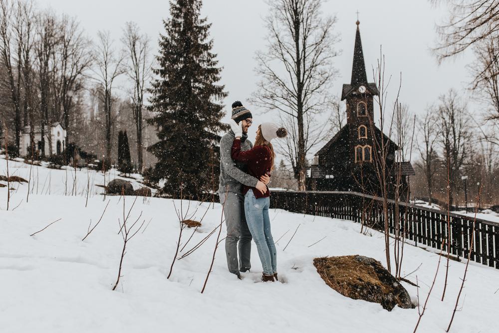 Zimowa_sesja_narzeczenska_w_gorach_fotograf_podhale