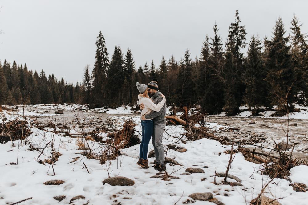 Zimowa_sesja_narzeczenska_w_gorach_kasprowy_wierch_fotograf_slubny
