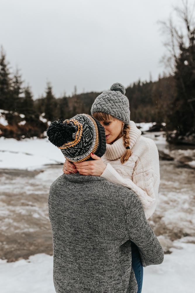 Zimowa_sesja_narzeczenska_w_gorach_kasprowy_wierch_morskie_oko